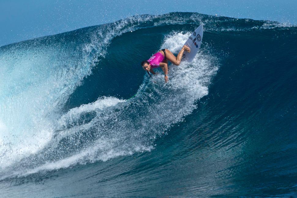 Joanne Defay winning her Round 2 heat in excellent surf in Fiji.