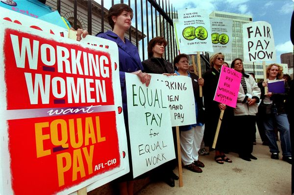 """NOW <a href=""""http://now.org/media-center/press-release/on-equal-pay-day-now-calls-on-senate-to-pass-lilly-ledbetter-fair-pay-"""
