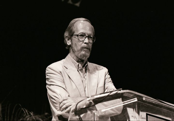 Description 1 en:Elmore Leonard | Elmore Leonard , en:Miami Book Fair International | Miami Book Fair International , 1989 |