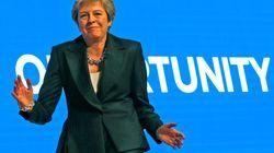 """La danse de Theresa May sur """"Dancing Queen"""" vaut le détour(nement)"""
