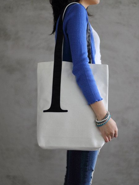 "Sleek <em>and</em> clever.  From <a href=""http://littlefactory.com/products/serif-tote-bag"" target=""_blank"">Little Factory</a"