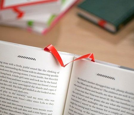 Never mark your place again. Really. Just let this clever bookmark pop into place as you turn each page, and mark your stoppi