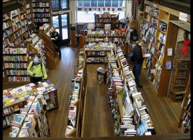 "<a href=""http://www.elliottbaybook.com/"" target=""_hplink"">Elliott Bay Book Company</a>"
