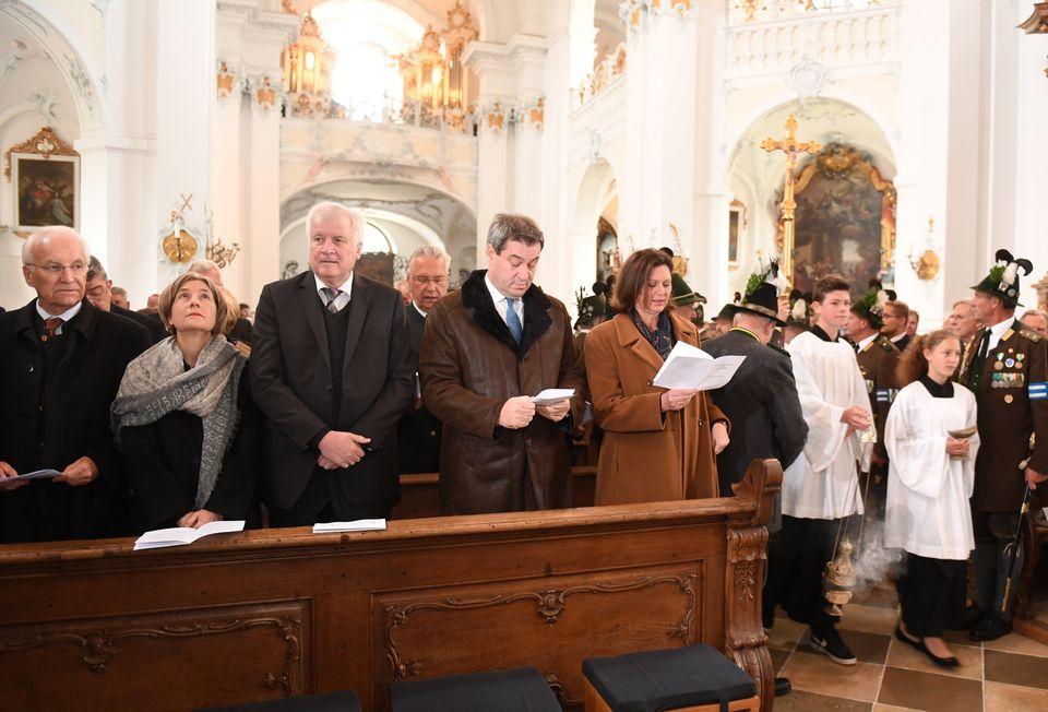 Die CSU-Prominenz beim Gedenk-Gottesdienst für Franz Josef Strauß am 3. Oktober, dem 30. Todestag...