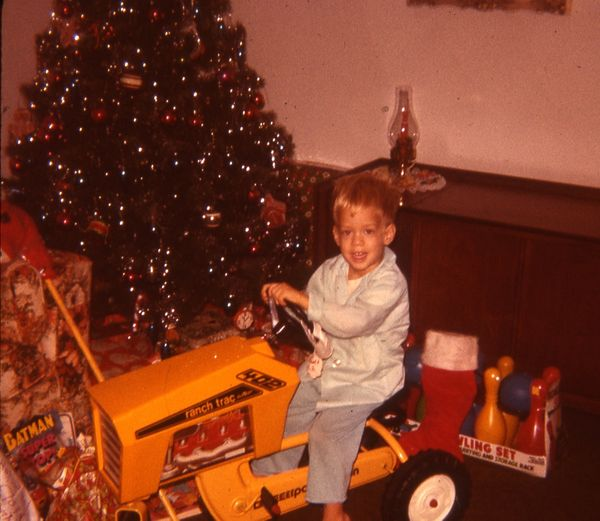 """""""I had <a href=""""https://www.facebook.com/HuffPost50/posts/587785464626905"""" target=""""_blank"""">a pedal tractor</a>; the pedals di"""
