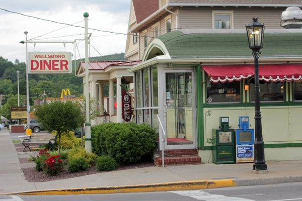 <strong>Location:</strong> Wellsboro, PA    Located on a street still lit by antique gas lamps, the Wellsboro Diner is an int