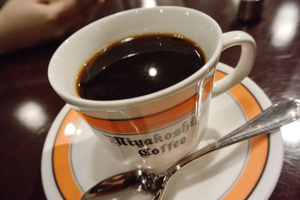 Go ahead and refill your cup. People who increased the amount of coffee they drank each day by more than one cup over a four-