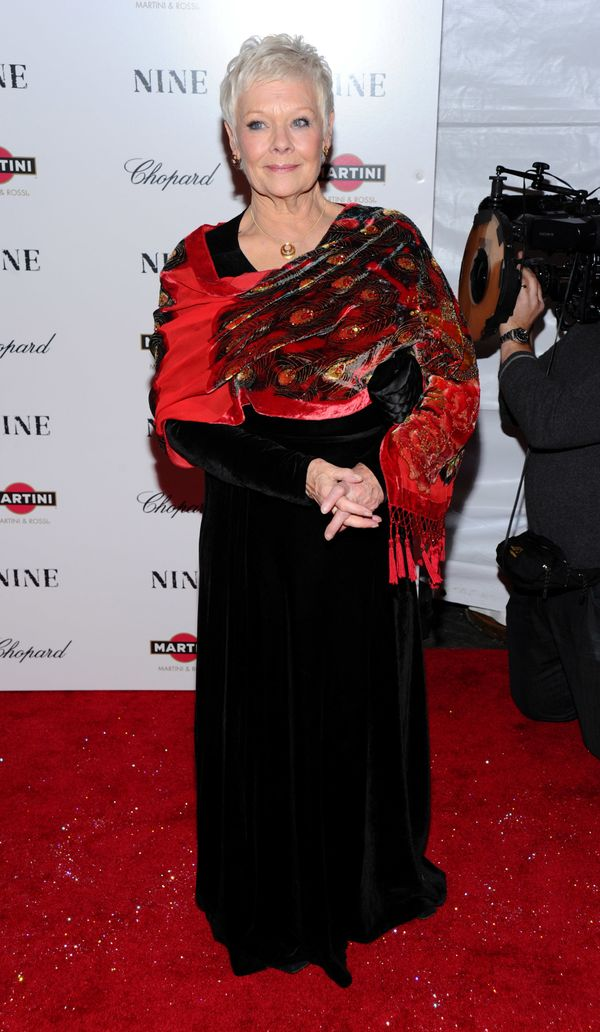 """Looking glamourous (and Christmasy) in a black gown paired with a red print scarf at the """"Nine"""" premiere."""