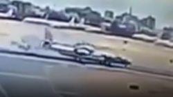 Βίντεο: Στρατιωτικά αεροσκάφη συγκρούονται κατά την προσγείωση μετά από εκπαιδευτική