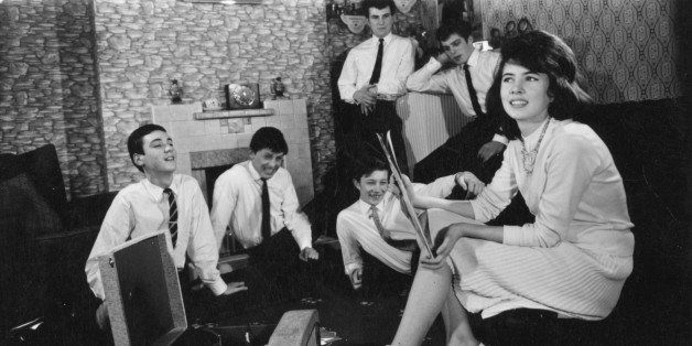 circa 1960:  A group of teenagers listening to some records at home.  (Photo by Keystone/Getty Images)