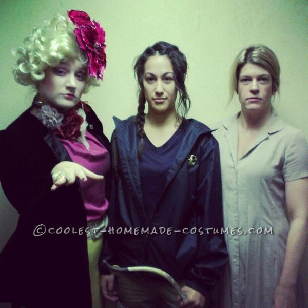 "<a href=""http://ideas.coolest-homemade-costumes.com/2012/10/31/coolest-lastminute-hunger-games-group-halloween-costume/"" targ"