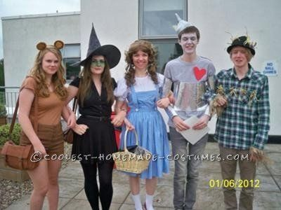 "<a href=""http://ideas.coolest-homemade-costumes.com/2012/08/09/coolest-wizard-of-oz-group-costume/"" target=""_blank"">via Coole"
