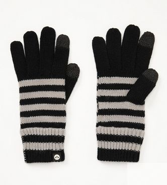 Every texter needs a pair of these puppies to keep their fingers from freezing during frigid temperatures. Warm your friend's