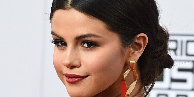 Selena Gomez arrives at the 42nd annual American Music Awards at Nokia Theatre L.A. Live on Sunday, Nov. 23, 2014, in Los Ang