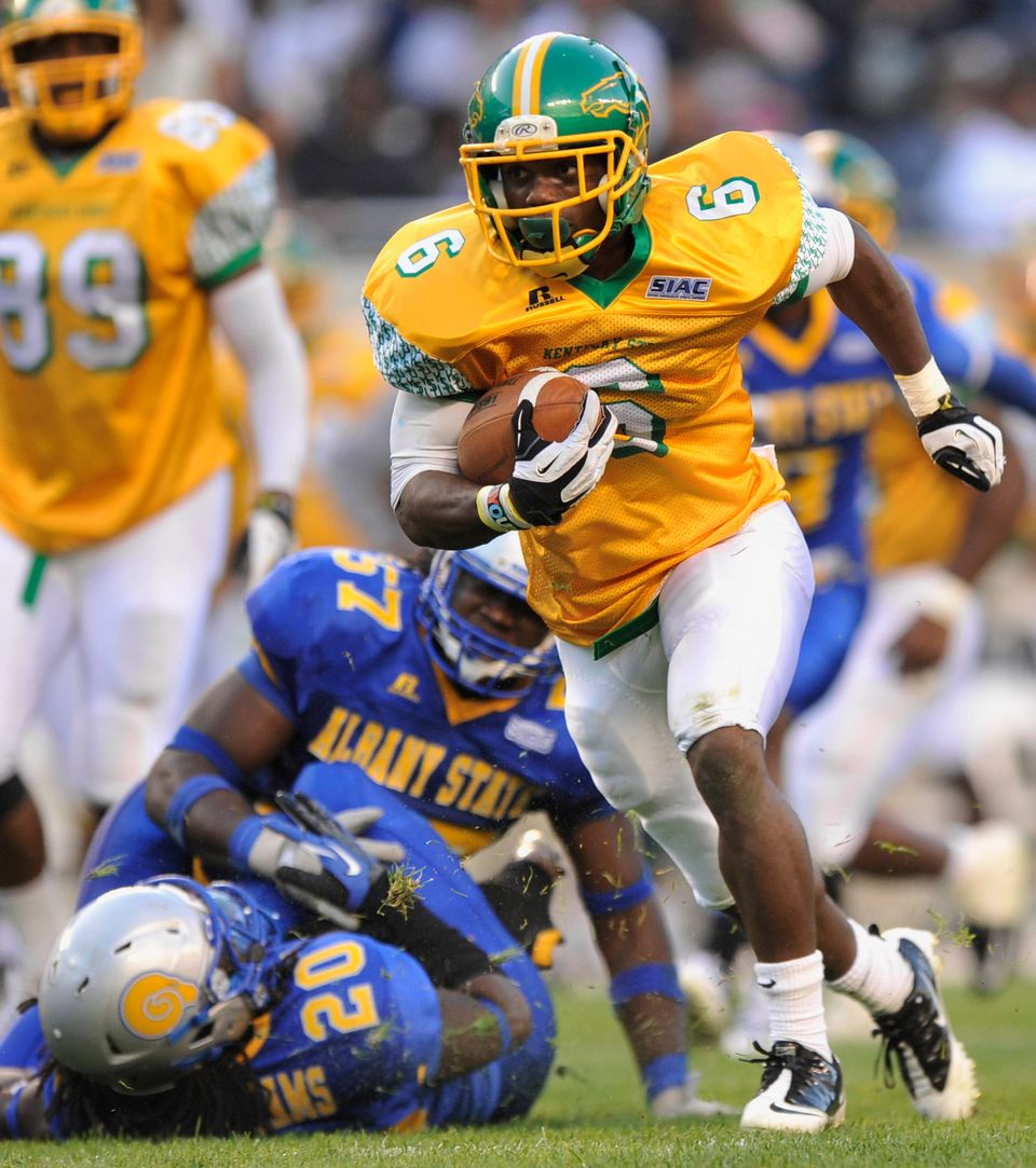 Kentucky State running back Justin Williams rushes for a touchdown in the third quarter of the Chicago Football Classic footb
