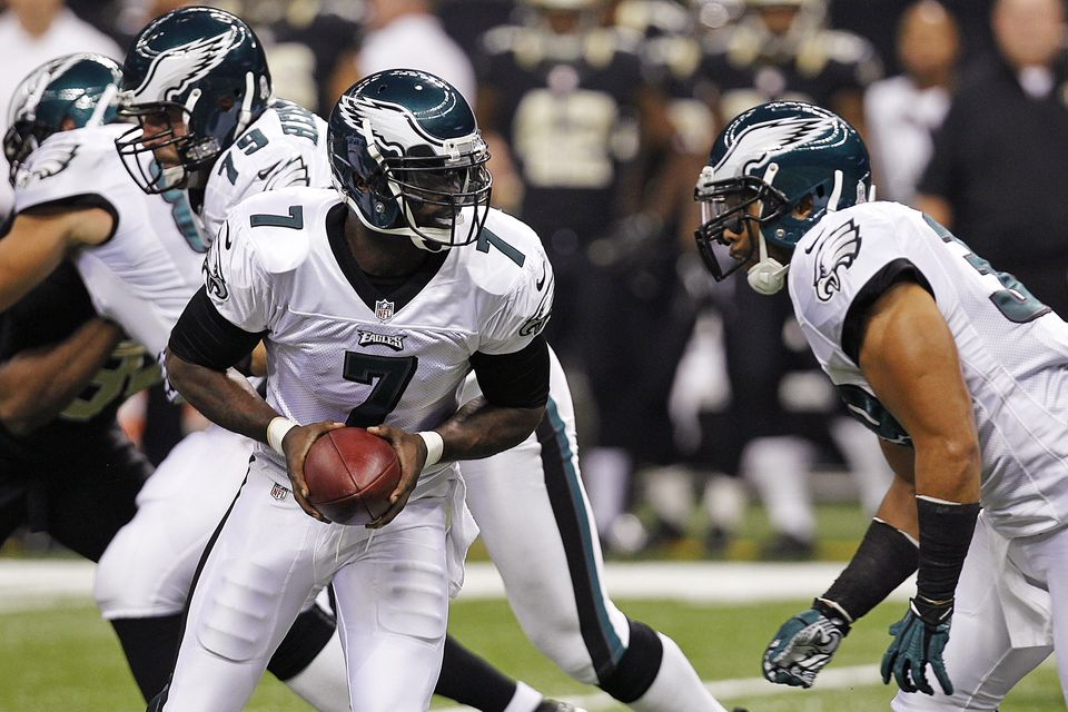 Philadelphia Eagles quarterback Michael Vick (7) drops back to hand off during the first half of an NFL football game against