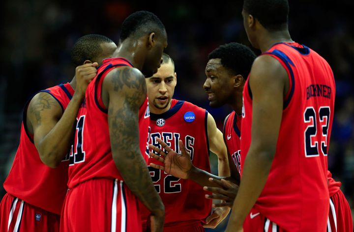 KANSAS CITY, MO - MARCH 22: Marshall Henderson #22 of the Ole Miss Rebels and team huddle together in the second half against