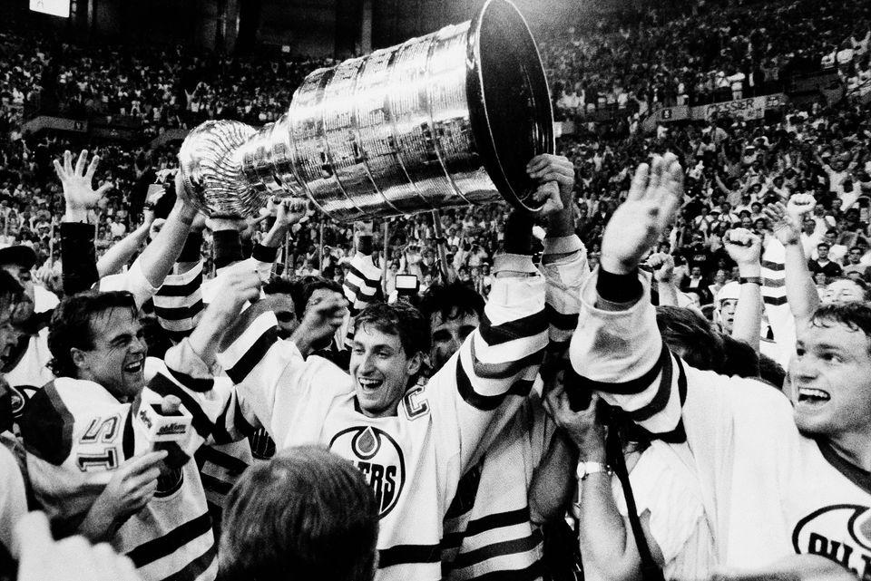 "Regular Season Record: <a href=""http://www.hockey-reference.com/teams/EDM/1987.html"" target=""_blank"">50-24-6</a> Points: 106"