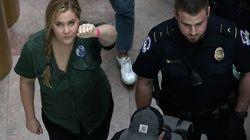 Schauspielerin Amy Schumer protestiert gegen Kavanaugh und wird