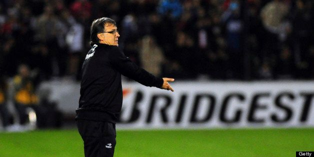 ROSARIO, ARGENTINA - MAY 29:  Gerardo Martino, coach of Newell's Old Boys looks on during a match between Newell´s Old Boys a
