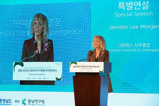 제니퍼 모건 그린피스 국제 사무총장이 지난 2일 충청남도에서 열린 '2018 탈석탄 친환경에너지 전환 국제 컨퍼런스'에서 특별 연설을 하고