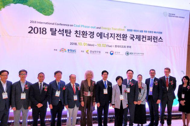 제니퍼 모건 그린피스 국제 사무총장을 비롯해 양승조 충청남도지사, 김은경 환경부 장관 등이 지난 2일 충청남도에서 열린 '2018 탈석탄 친환경 에너지 전환 국제컨퍼런스'에 참석하고