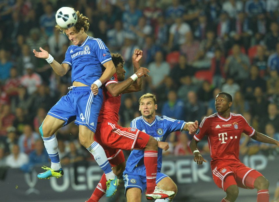 Chelsea's Brazilian defender David Luiz (L) and Bayern Munich's Brazilian defender Dante vie for the ball during the UEFA Sup