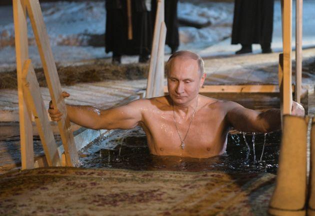 블라디미르 푸틴은 '2019 푸틴 달력'에서도 웃통을