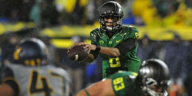 EUGENE, OR. - SEPTEMBER 28: Quarterback Marcus Mariota #8 of the Oregon Ducks handles the snap during the second quarter of t