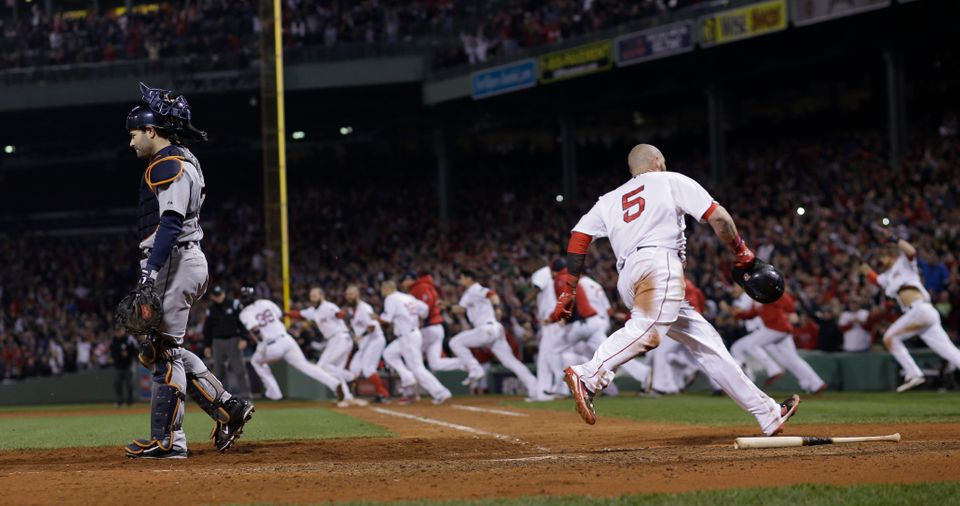 Boston Red Sox's Jonny Gomes scores the winning run on a hit by Jarrod Saltalamacchia during Game 2 of the American League ba