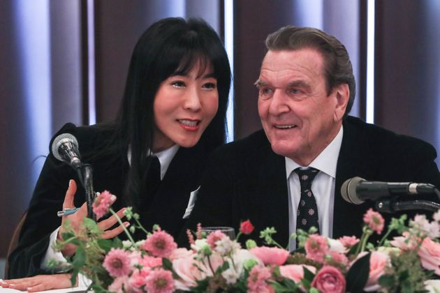 슈뢰더 전 독일 총리와 김소연씨는 이미 혼인신고를
