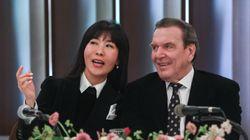 슈뢰더 전 독일 총리가 김소연씨와 결혼 하루 앞두고 한