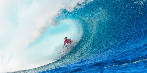 1be815be TAVARUA, FIJI - JUNE 12: Kelly Slater goes on to win the Volcom Pro