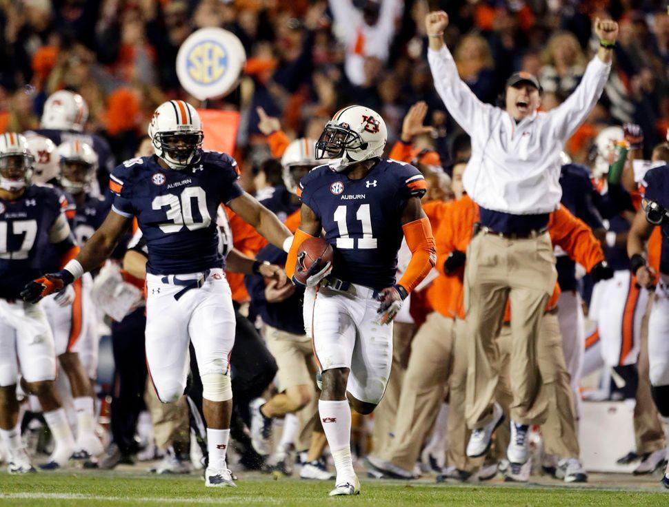 Auburn cornerback Chris Davis returns a missed field-goal attempt 109 yards to score the game-winning touchdown as time expir
