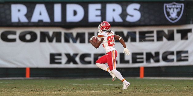 OAKLAND, CA - DECEMBER 15: Jamaal Charles #25 of the Kansas City Chiefs runs for a touchdown against the Oakland Raiders at O.co Coliseum on December 15, 2013 in Oakland, California. (Photo by Jed Jacobsohn/Getty Images)