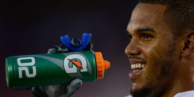 STANFORD, CA - NOVEMBER 30:  Anthony Barr #11 of the UCLA Bruins takes a drink of water from a Gatorade bottle during pre-gam