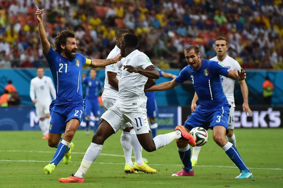 England's forward Daniel Welbeck (C) vies with Italy's midfielder Andrea Pirlo (L) and Italy's defender Giorgio Chiellini (R)