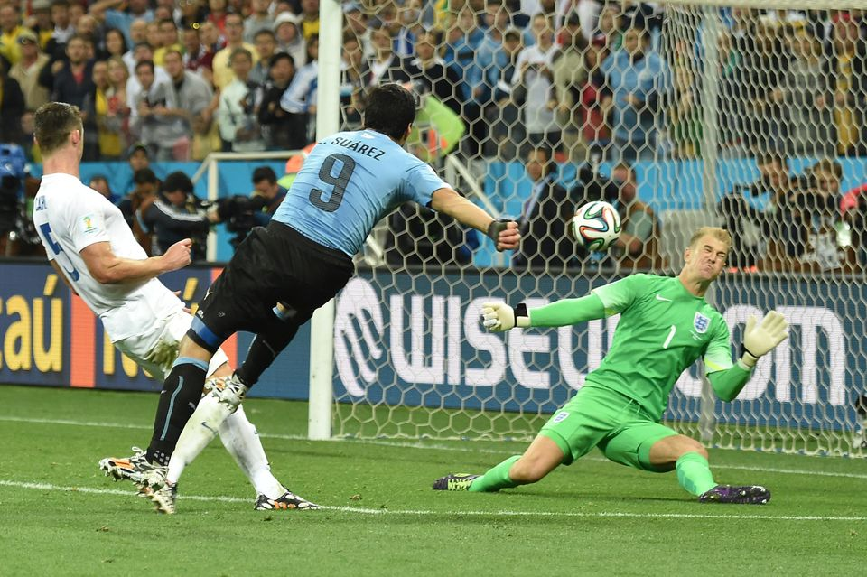 Uruguay's forward Luis Suarez (C) scores a second goal during a Group D football match between Uruguay and England at the Cor