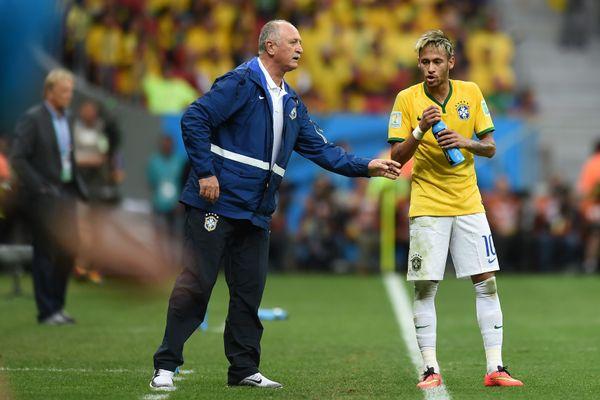 Brazil's forward Neymar (R) drinks water as he speaks with Brazil's coach Luiz Felipe Scolari after scoring his second goal d