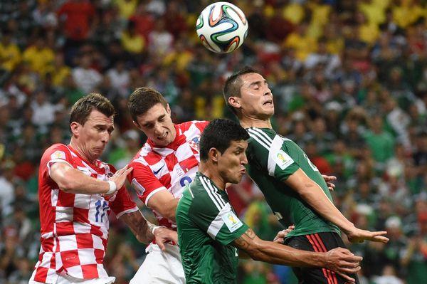 Croatia's forward Mario Mandzukic (L) and Croatia's defender Sime Vrsaljko (2nd L) vie with Croatia players during a Group A