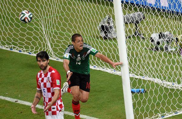 Mexico's forward Javier Hernandez (R) celebrates scoring his team's thrid goal as Croatia's defender Vedran Corluka reacts du