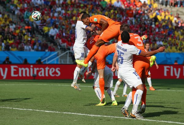 SAO PAULO, BRAZIL - JUNE 23:  Leroy Fer of the Netherlands scores his team's first goal on a header during the 2014 FIFA Worl