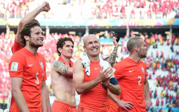 Netherlands' players celebrate after the Group B football match between Netherlands and Chile at the Corinthians Arena in Sao