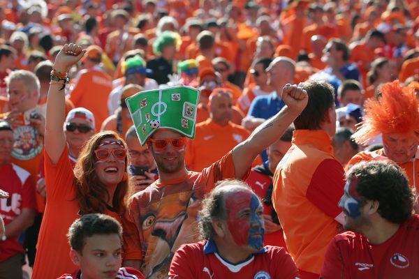 SAO PAULO, BRAZIL - JUNE 23:  Netherlands fans cheer during the 2014 FIFA World Cup Brazil Group B match between the Netherla