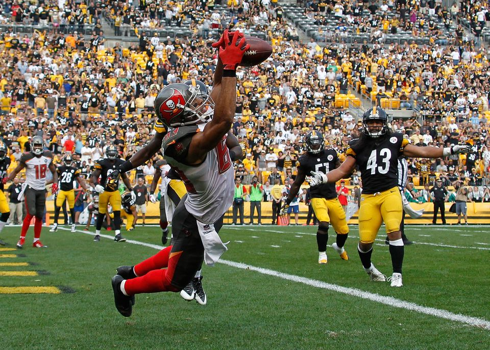 PITTSBURGH, PA - SEPTEMBER 28:  Vincent Jackson #83 of the Tampa Bay Buccaneers catches a game winning touchdown in the fourt