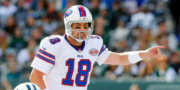 EAST RUTHERFORD, NJ - OCTOBER 26:  (NEW YORK DAILIES OUT)     Kyle Orton #18 of the Buffalo Bills in action against the New Y