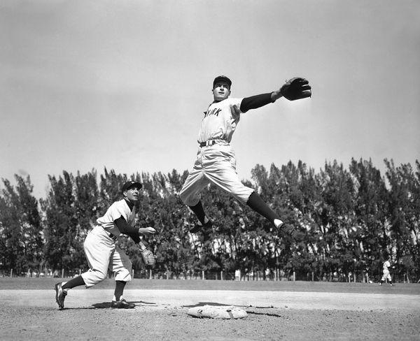 "A <a href=""http://www.nydailynews.com/sports/baseball/yankees/yankees-legend-war-hero-coleman-dies-89-article-1.1567084"" targ"
