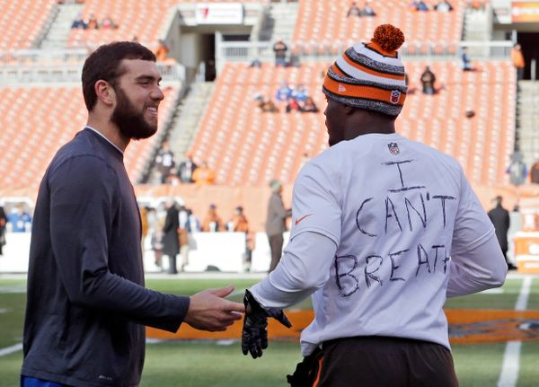 "Cleveland Browns cornerback Johnson Bademosi wore a shirt with the words ""I Can't Breathe"" before a game against the Indianap"