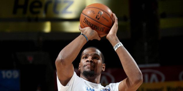 OKLAHOMA CITY, OK- DECEMBER 23: Kevin Durant #35 of the Oklahoma City Thunder warms up before a game against the Portland Tra