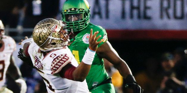 Oregon linebacker Tony Washington, right, knocks the ball out of Florida State quarterback Jameis Winston hands and scores a